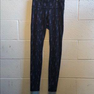 Lululemon dark pattern leggings size 4 59673